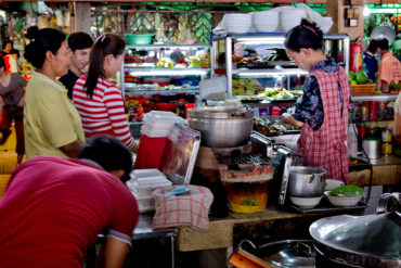 Kambodscha: Phsar Thmei – Garküchen (Central Market, Daun Penh District, Phnom Penh)