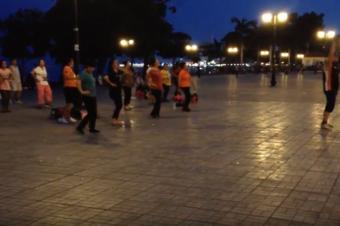 Kambodscha: Aerobic bei Nacht